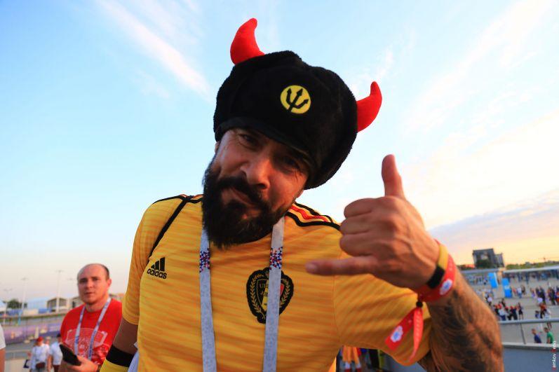 Бельгийский болельщик доволен игрой.