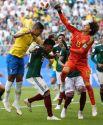 Нельзя не отдать должное голкиперу Мексики Гильермо Очоа: он не раз спасал команду и в этом матче.