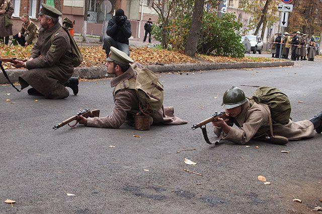 Каждый гость мероприятия мог хотя бы на пару минут ощутить себя витязем или солдатом  времен ВОВ.