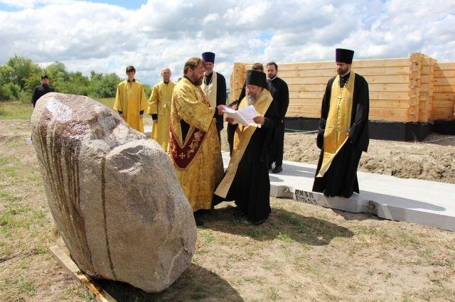 Закладка памятной капсулы в основание храма.