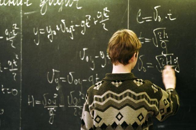 Подростка, который хочет учиться, могут выгнать из школы из-за его болезни.