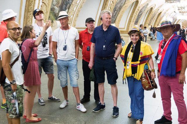 Экскурсия в метро для иностранных болельщиков.