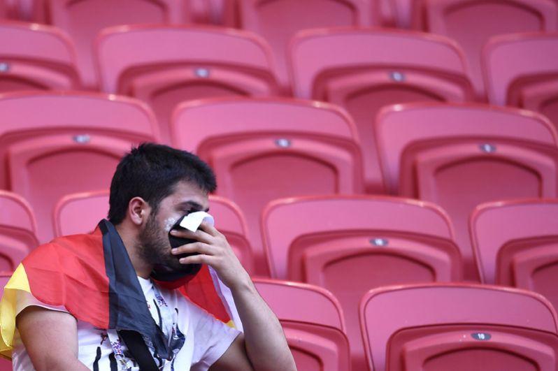 Болельщик из Германии после игры с Южной Кореей на стадионе в Казани.