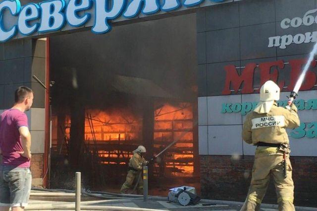 ВКраснодаре потушили пожар в коммерческом центре