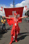 Швейцарские болельщики нарядились в викингов.
