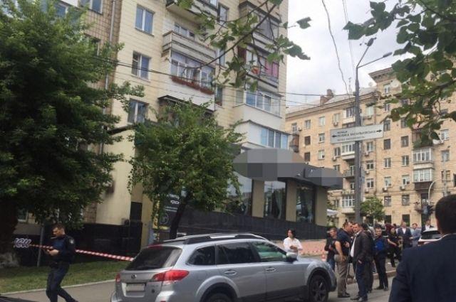 В Киеве неизвестный «кавказской внешности» застрелил мужчину у ресторана