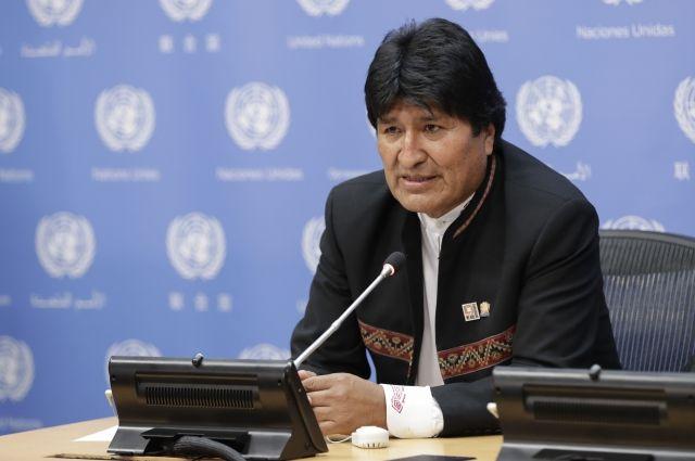 Президента Боливии доставили в поликлинику для обследования