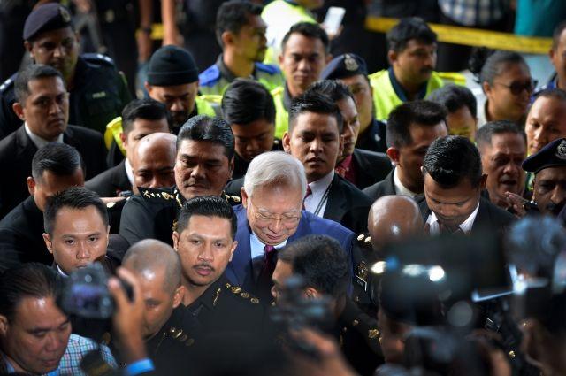 Бывшему премьеру Малайзии всуде предъявили обвинения