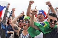 На матче Россия - Испания в фан-зоне парка им. Кирова болело более 10 тыс. человек.