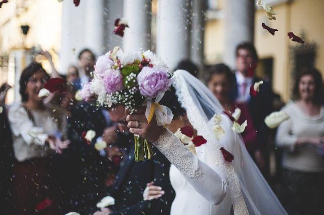 Более 700 тюменских пар выбрали для свадьбы июнь