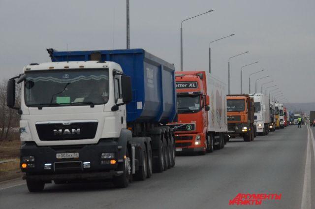 Перемещаться грузовикам из-за жары запретят вРостовской области
