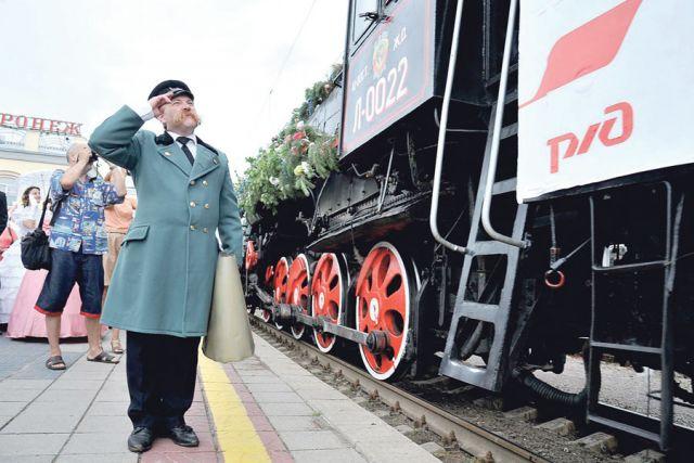 Ровно 150 лет назад в Воронеж прибыл первый поезд. В честь этого события на вокзале «Воронеж-1» состоялись митинг и театрализованное представление.