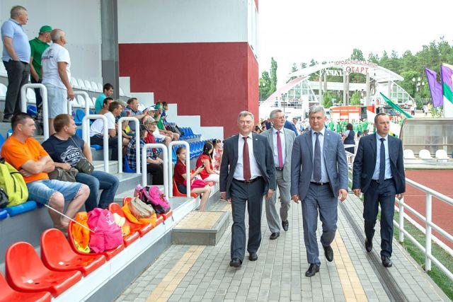 В открытии X летних Сельских спортивных игр принял участие глава региона Александр Гусев.