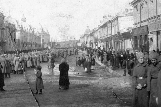 Омск стал местом пристанища для огромного количества беженцев и военных.
