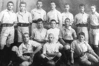 До революции в команде «Сфинкс» играли юноши 15-16 лет.