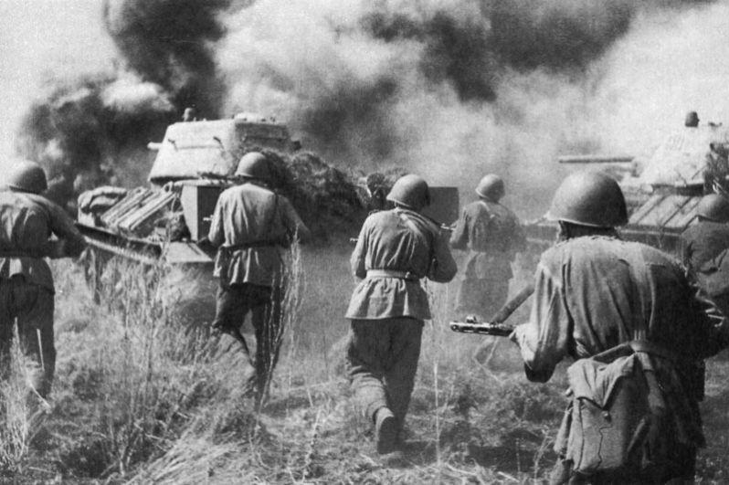 Советские войска Воронежского фронта в районе Прохоровки.