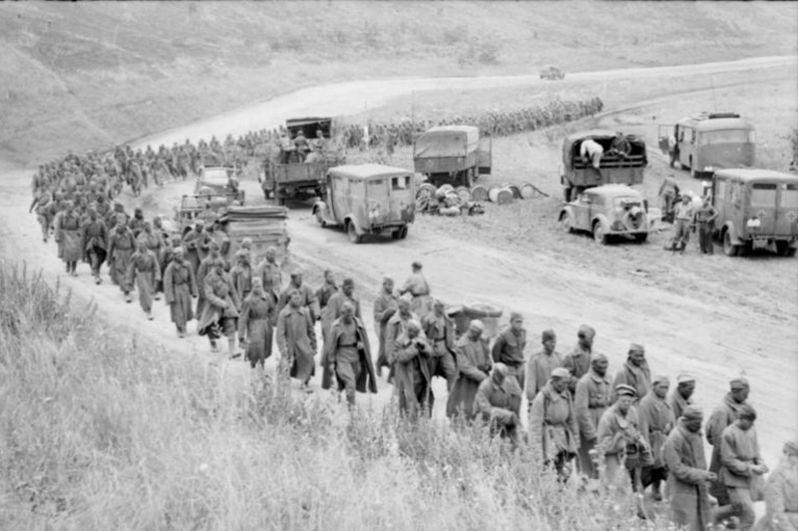 Операция «Цитадель». Колонна советских военнопленных.