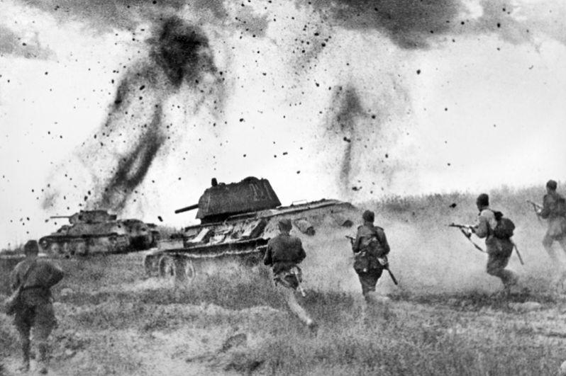 Атака соединений 5 Гвардейской танковой армии в районе Прохоровки.