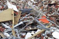 Лишь после вмешательства прокуратуры начальник предприятия выделил около 60 млн руб., чтобы правильно ликвидировать опасные отходы.