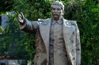 Статуя Сталина в Тиране.