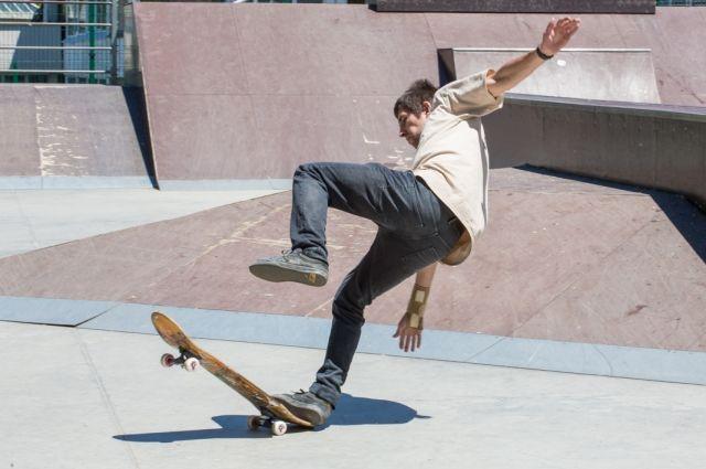 Даже просто кататься на скейтборде порой опасно для здоровья.