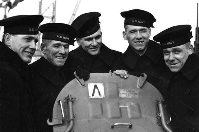 Братья на борту «Джуно». Слева направо: Джозеф, Фрэнсис, Альберт, Мэдисон и Джордж Салливаны.