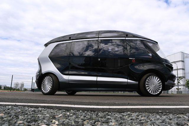 Тест-драйв прототипа беспилотного электробуса «ШАТЛ», предоставленного российским производителем грузовых автомобилей «КамАЗ», вКазани.