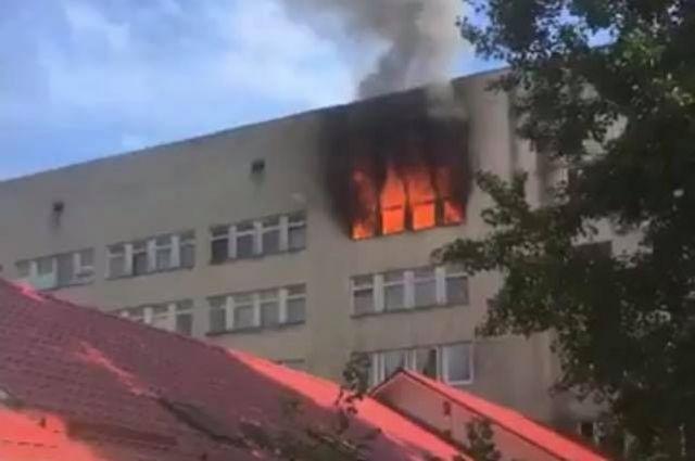 В Ужгороде загорелась больница на БАМе: огонь вспыхнул в здании роддома