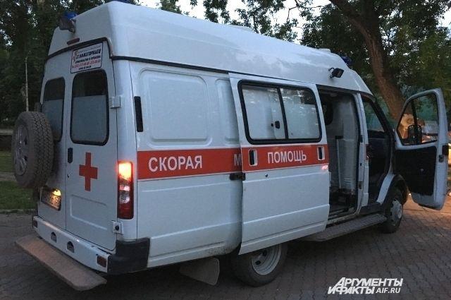 Пассажирку иномарки увезли в больницу.