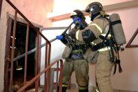 В Тюмени из-за пожара спасатели эвакуировали 21 жильца