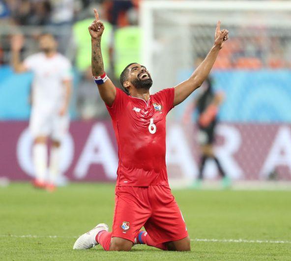 Похожим образом празднует забитые голы Габриэль Энрике Гомес из Панамы. Фото с матча Панамы с Тунисом.
