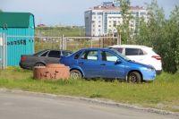 В Салехарде парковочное место на газоне стоит 2,5 тысячи рублей