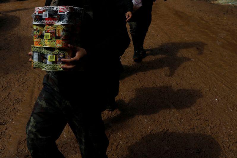 Когда детей нашли, они были сильно истощены. Сейчас им доставили еду и все необходимое.