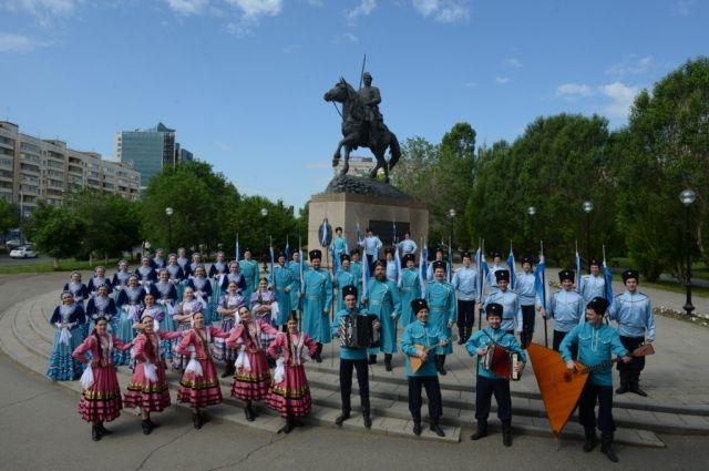 Оренбургский русский народный хор подготовил сюрприз к своему юбилею.