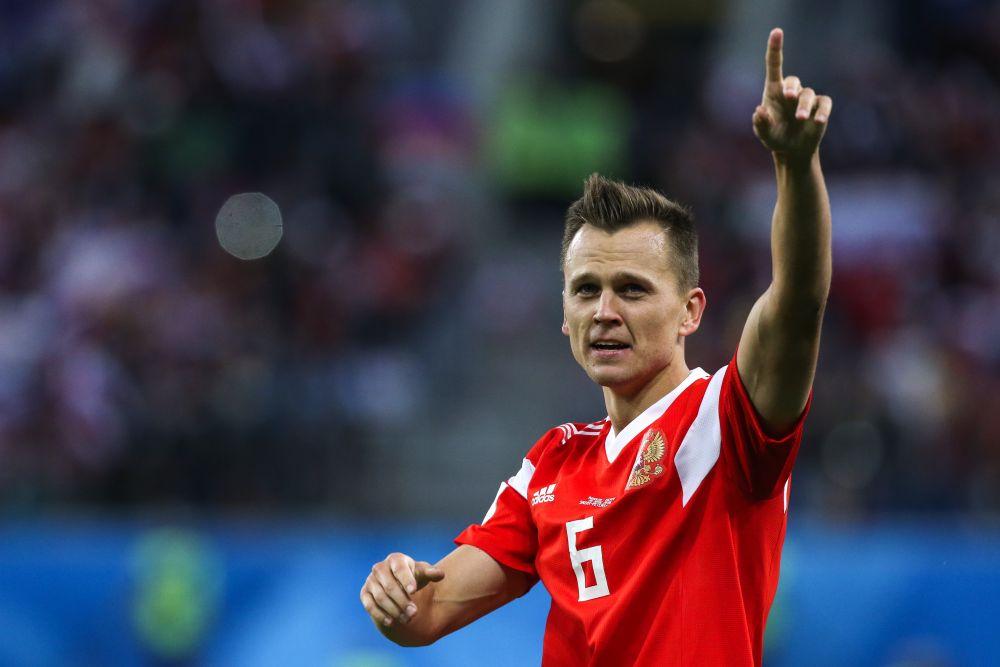 Денис Черышев тоже отдавал честь тренеру, но вообще-то очень часто, празднуя гол, футболист поднимает вверх руку с указательным пальцем.