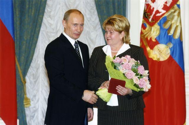 В 2007 г. Надежда Евсеева получила награду из рук Президента РФ