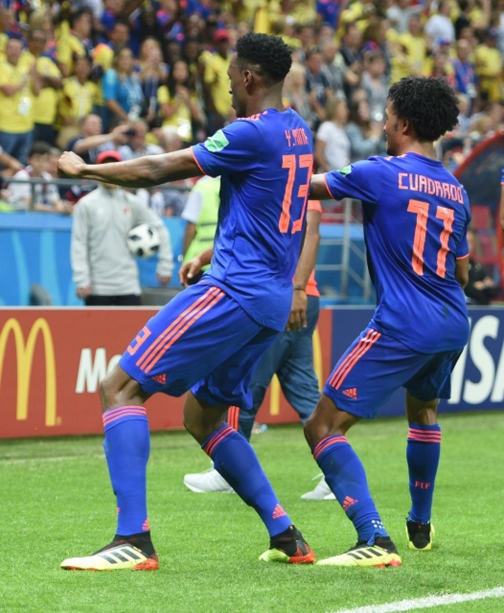 Танцуют и игроки сборной Колумбии.