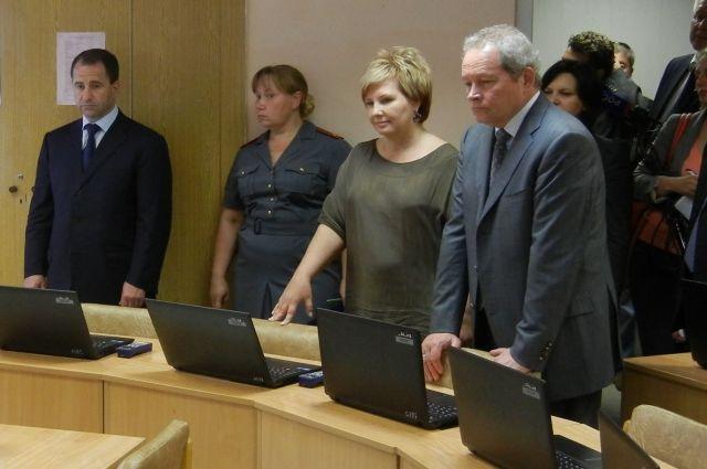Надежда Кочурова (вторая справа) проработала у Виктора Басаргина (крайний справа) 2,5 года.