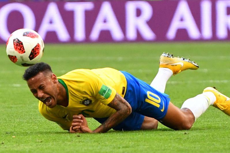 Неймар (Бразилия) в матче против Мексики.