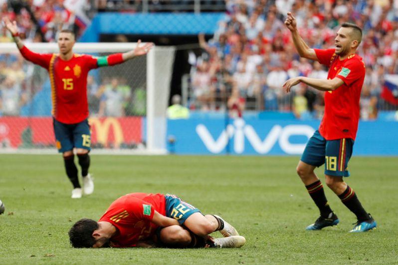 Иско (Испания) в матче с Россией.