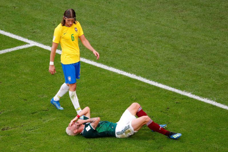 Мигель Лайюн (Мекиска) в матче против Бразилии.