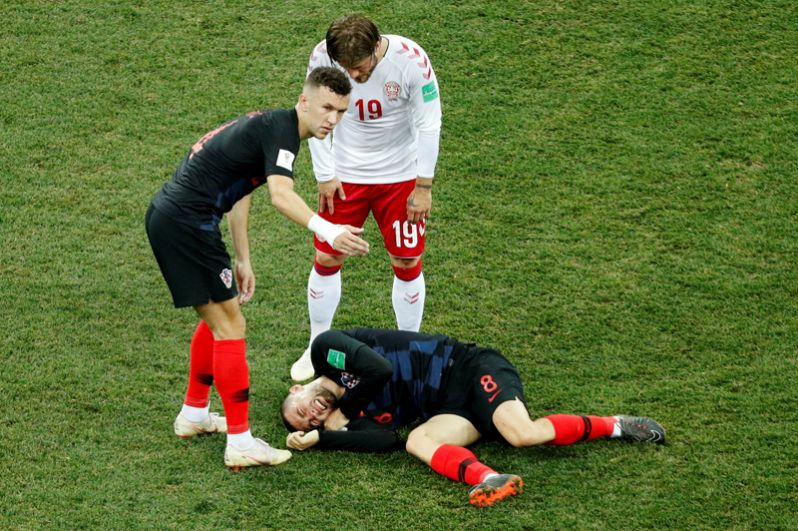 Матео Ковачич (Хорватия) в матче с Данией.