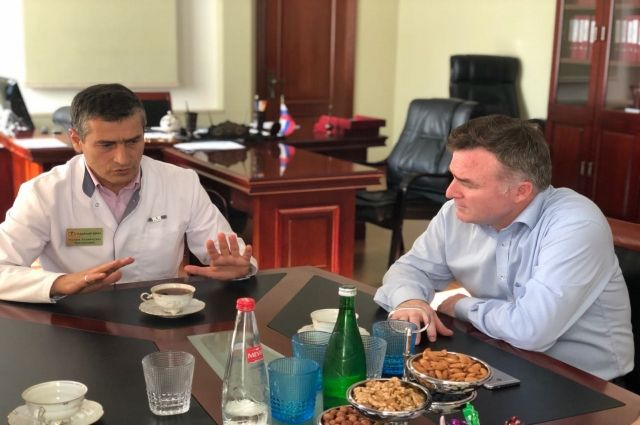 Рашид Акавов встретился с основным медсотрудником первой городской клиники