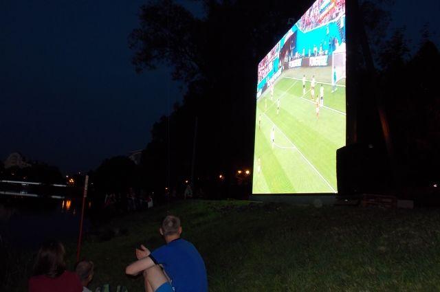 Футбол можно будет посмотреть на большом экране.