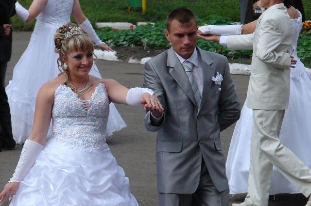 Лишь 33 пары из 100 сохраняют свой брак, говорит статистика за 2017 год.