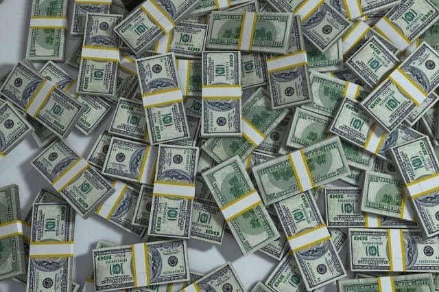 Мировой же валютой доллар стал в 1944 году.