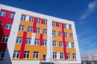 Александр Моор посетил строительную площадку школы в «Ямальском-2»