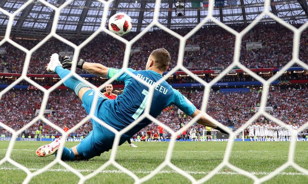 Сейв вратаря сборной России Игоря Акинфеева в серии пенальти в матче с Испанией, получивший неофициальное название «нога бога».