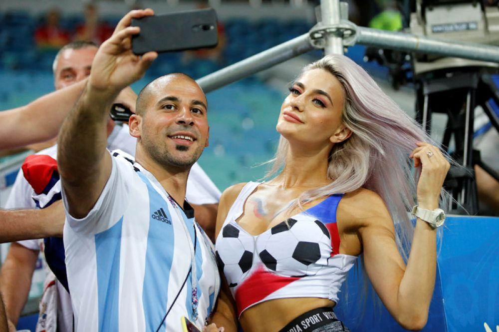 Фанаты после матча Уругвай – Португалия на стадионе «Фишт» в Сочи.