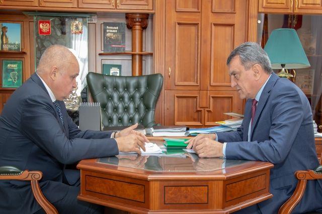 Сергей Меняйло и Сергей Цивилёв обсудили исполнение указов президента и региональные проблемы.